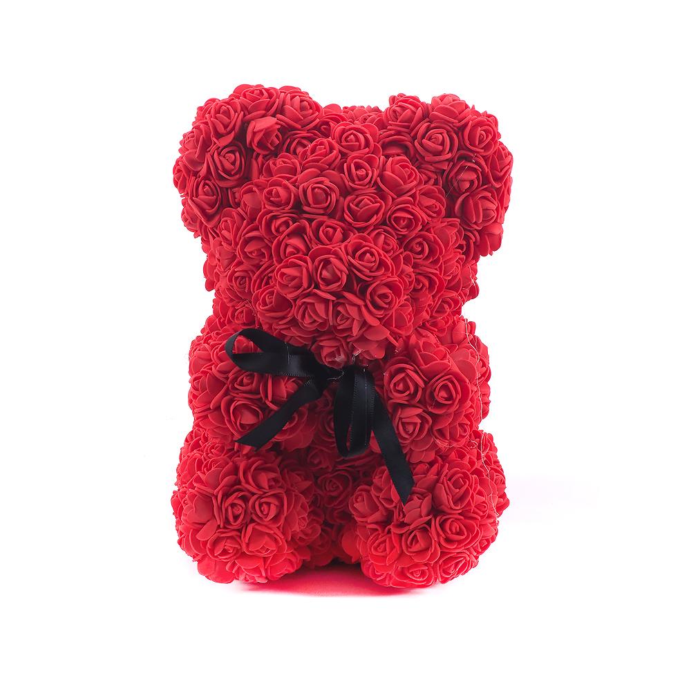 Macko červený z ruží